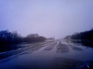 Поток воды через трассу Илек-Оренбург 2 весна 2013